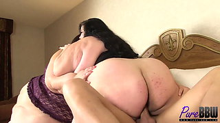 SSBBW babes Apple & Lola get fucked together