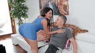 Big-assed Latina goddess jumps on lover's long dick like pro