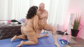 BBW wife Sofia Rose drops her pantie to be fucked by a stud