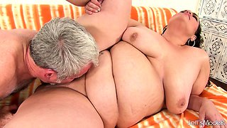 Mexican Plumper Mommy Angelina Gets Her Pussy Stretched Wide