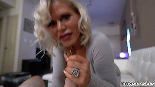 Blonde MILF Casca Akashova gave a sloppy blowjob