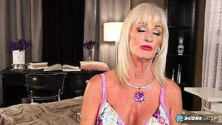 Granny Blonde Big titis