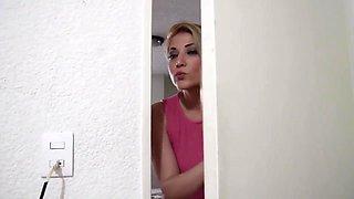 Sirenita Fuentes despierta a Helena Danae para darle con todo. Despues de de ser su maestra ahora es su amante.