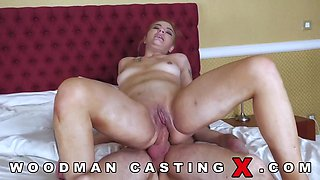 Pissing On Sexy Woman 2122