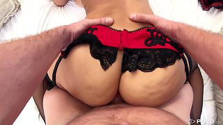 Hot cougar Lisa Ann is riding some thick slab of meat