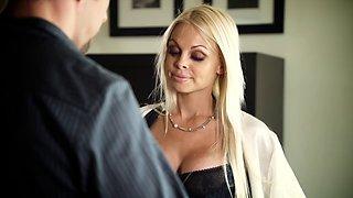 Glamour porn star Jesse Jane loves the big long