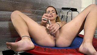 Amateur girl with big clit masturbates in gym