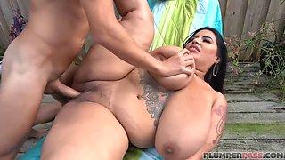 Big tit latina bbw fucked poolside