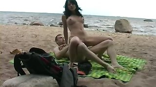 Babe is fucked at the beach