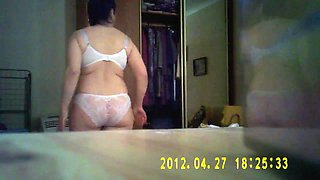 dear_woman_chooses_panties_for_a_hike_to_visit_720p