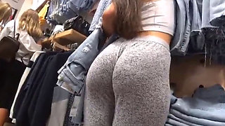 Candid big bubble ass girl in gray pants