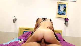 The wife distracted but was severely punished in anal sex and took cum