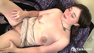Hot Yanks MILF Dawn Honeycrisp Orgasms