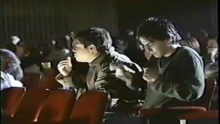 Ils pelotent cette petite salope au cinema