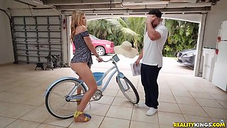 Leah Lee, Peter Green And 18 Years Old - Fucks In His Garage