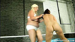 Heavy-weight BBWs wrestling