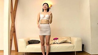 Dazzling Japanese babe reveals her oral abilities in casting